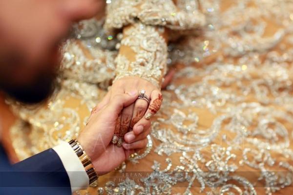 farhan-saeed-urwa-hocane-engagement-ring Urwa Hocane Farhan Wedding Pics| Nikah Walima Dholki Barat
