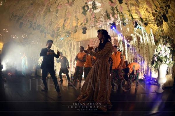 mawra-hocane-and-farhan-saeed-dancing Urwa Hocane Farhan Wedding Pics| Nikah Walima Dholki Barat
