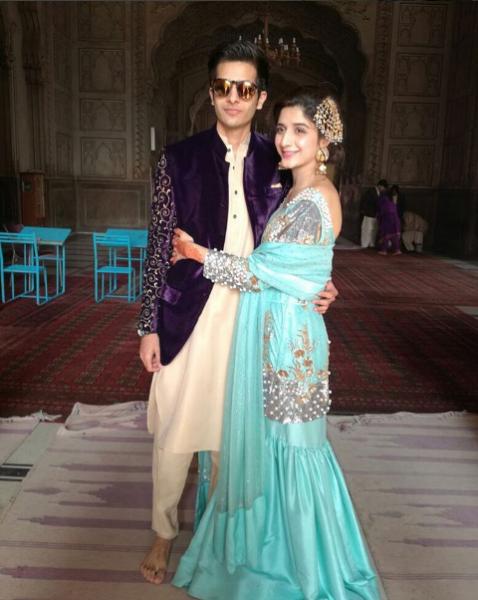 mawra-hocane-and-ins-e-yazdan-on-sisters-nikkah Urwa Hocane Farhan Wedding Pics| Nikah Walima Dholki Barat