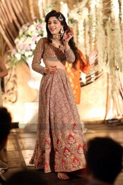 mawra-hocane-dancing-on-urwas-barat Urwa Hocane Farhan Wedding Pics| Nikah Walima Dholki Barat