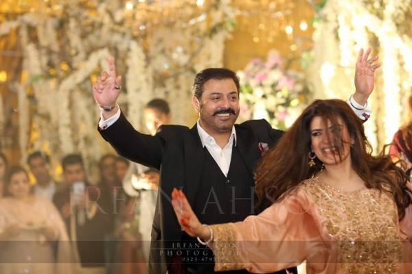 resham-and-noman-ejaz-dancing-on-urwa-hocane-wedding Urwa Hocane Farhan Wedding Pics| Nikah Walima Dholki Barat