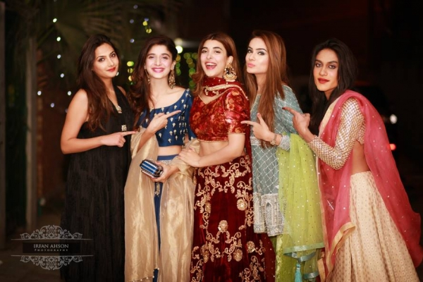 urwa-and-farhan-third-dholki-pictures Urwa Hocane Farhan Wedding Pics| Nikah Walima Dholki Barat