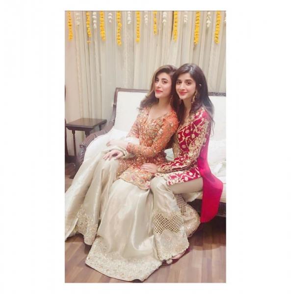 urwa-and-mawra-at-dholki Urwa Hocane Farhan Wedding Pics| Nikah Walima Dholki Barat
