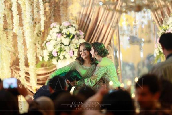 urwa-farhan-wedding-bushra-ansari Urwa Hocane Farhan Wedding Pics| Nikah Walima Dholki Barat
