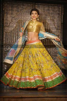 urwa-hocane-qawali-night-pictures Urwa Hocane Farhan Wedding Pics| Nikah Walima Dholki Barat