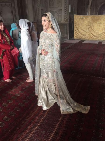 urwa-hocane-white-nikkah-dress Urwa Hocane Farhan Wedding Pics| Nikah Walima Dholki Barat