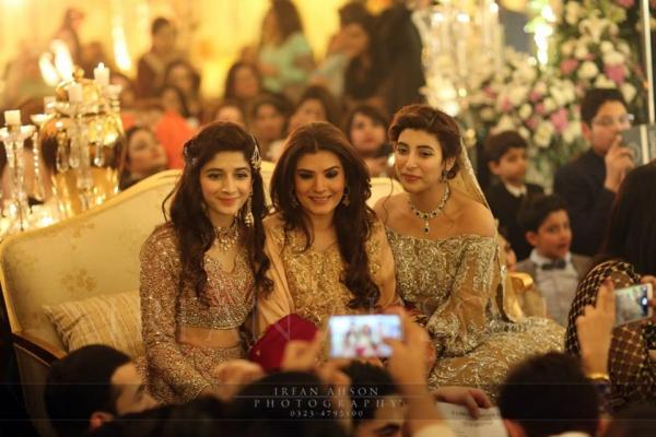 urwa-mawra-hocane-and-resham Urwa Hocane Farhan Wedding Pics| Nikah Walima Dholki Barat