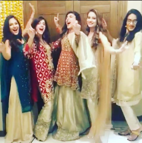 urwa-with-bridesmaids Urwa Hocane Farhan Wedding Pics| Nikah Walima Dholki Barat