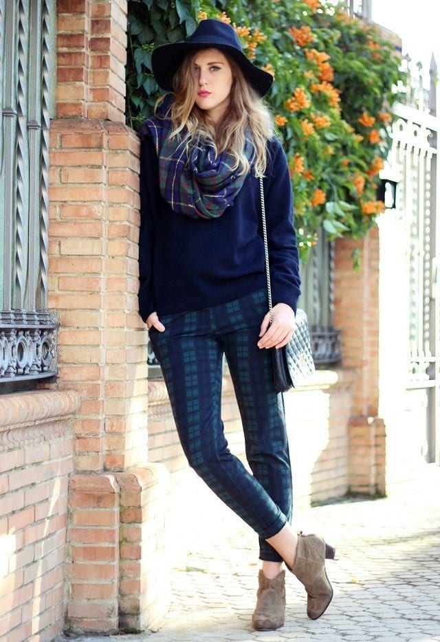 Tartan-scarves-for-women Outfits with Scarves-18 Chic Ways to Wear Scarves for Girls