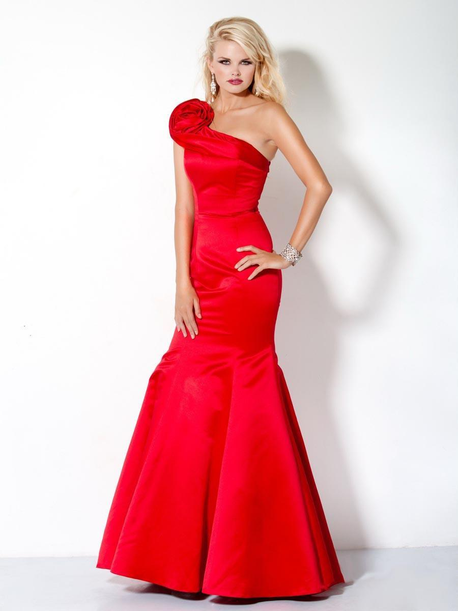 blood-red-dress 16 Beautiful Evening Dresses for Women this Season
