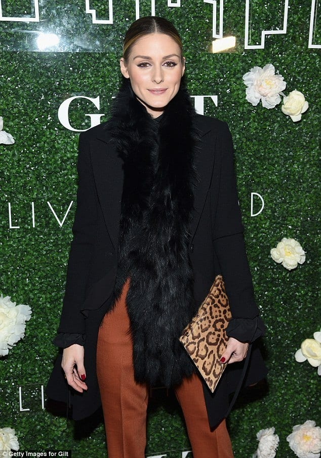 olivia-palermos-fur-scarf Outfits with Scarves-18 Chic Ways to Wear Scarves for Girls