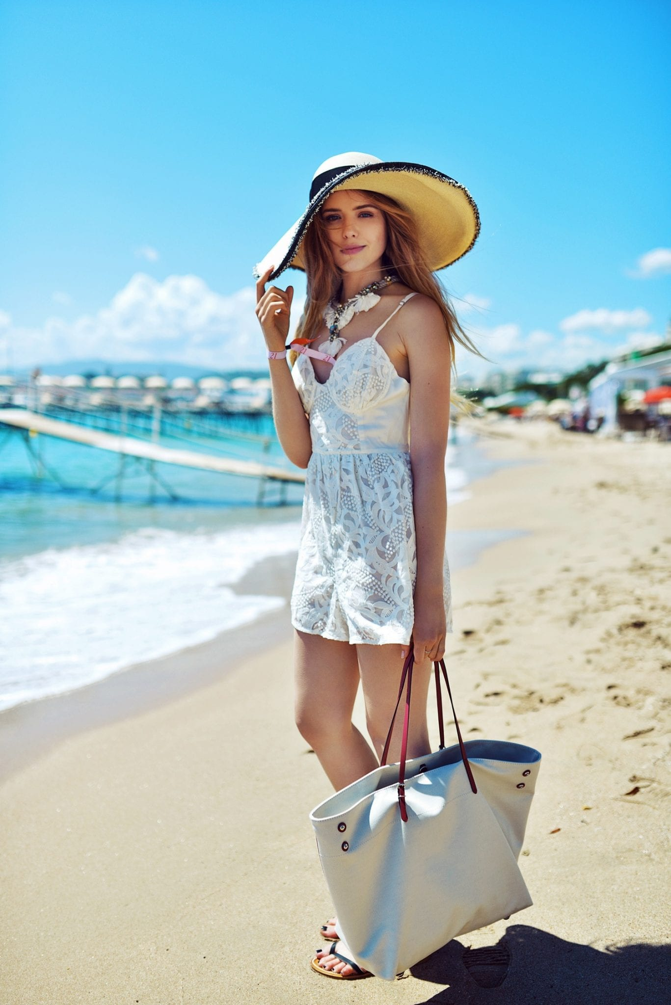 stylish women beach looks