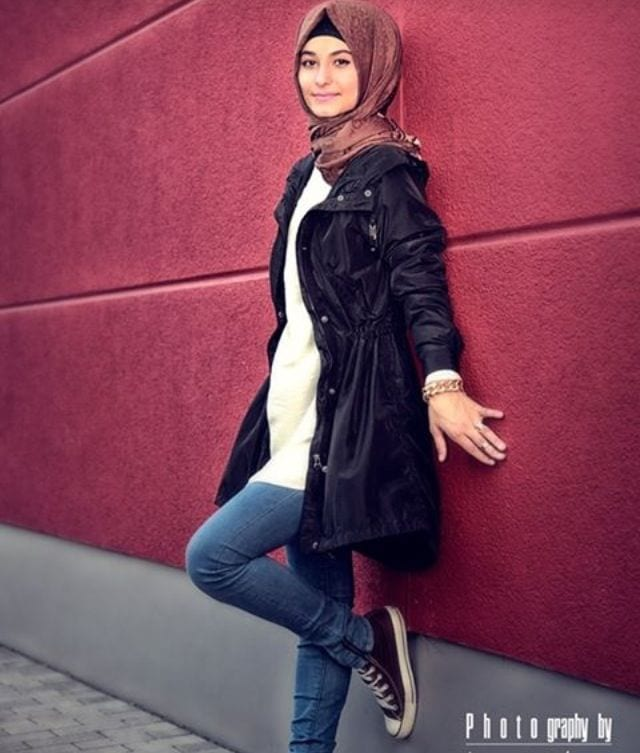 Hijab-with-jeans 30 Modern Ways to Wear Hijab - Hijab Fashion Ideas