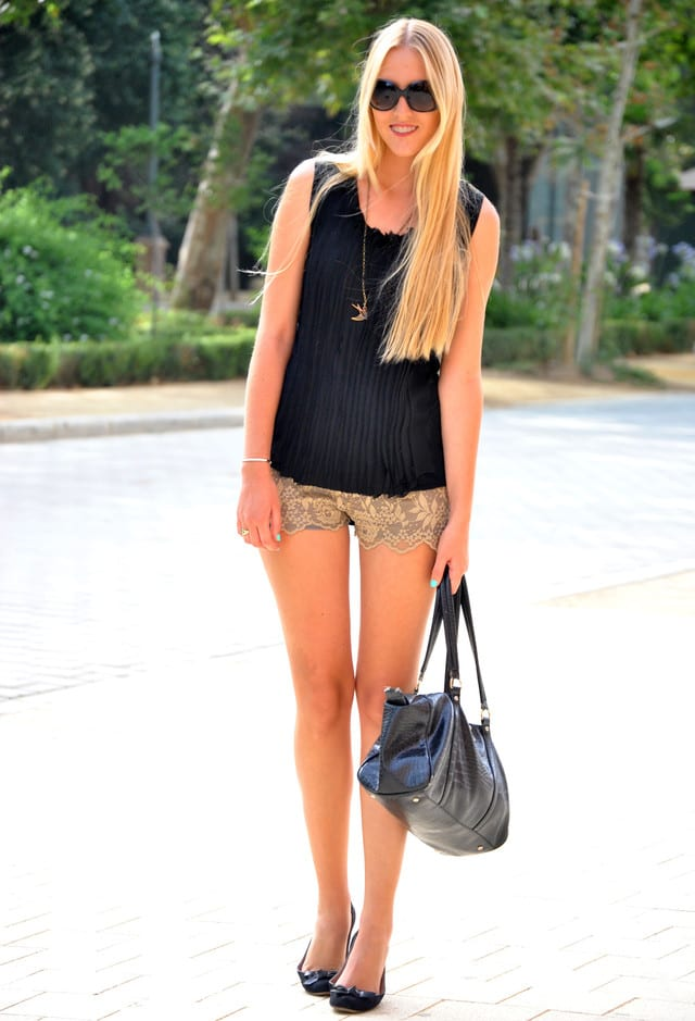 Cute Outfits with Lace Shorts-17 Ways to Wear Lace Shorts