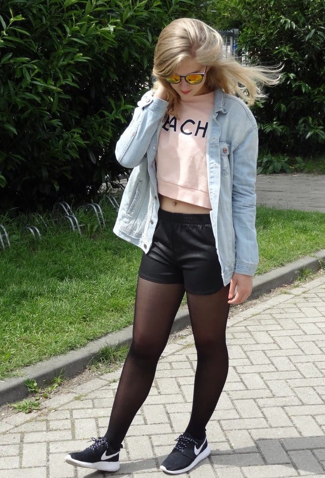 Sports-look-with-Leather-shorts Cute Leather shorts outfits - 30 Ways to Wear Leather Shorts