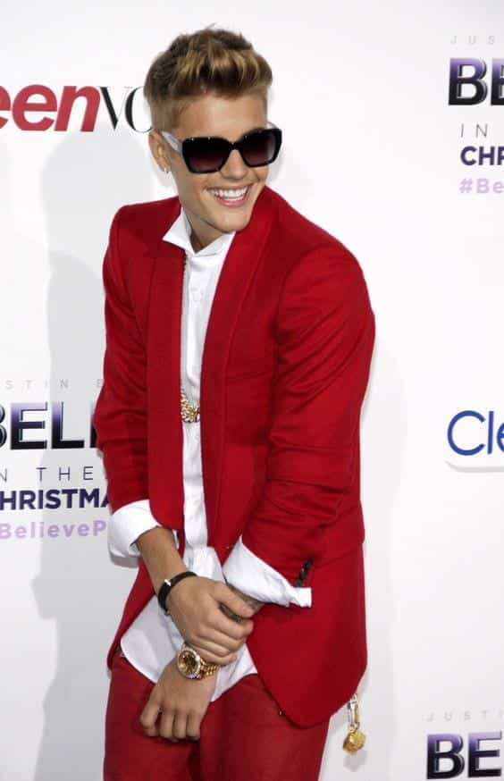 justin-beiber-red-suit-for-young-boys 30 Amazing Men's Suits Combinations to Get Sharp Look