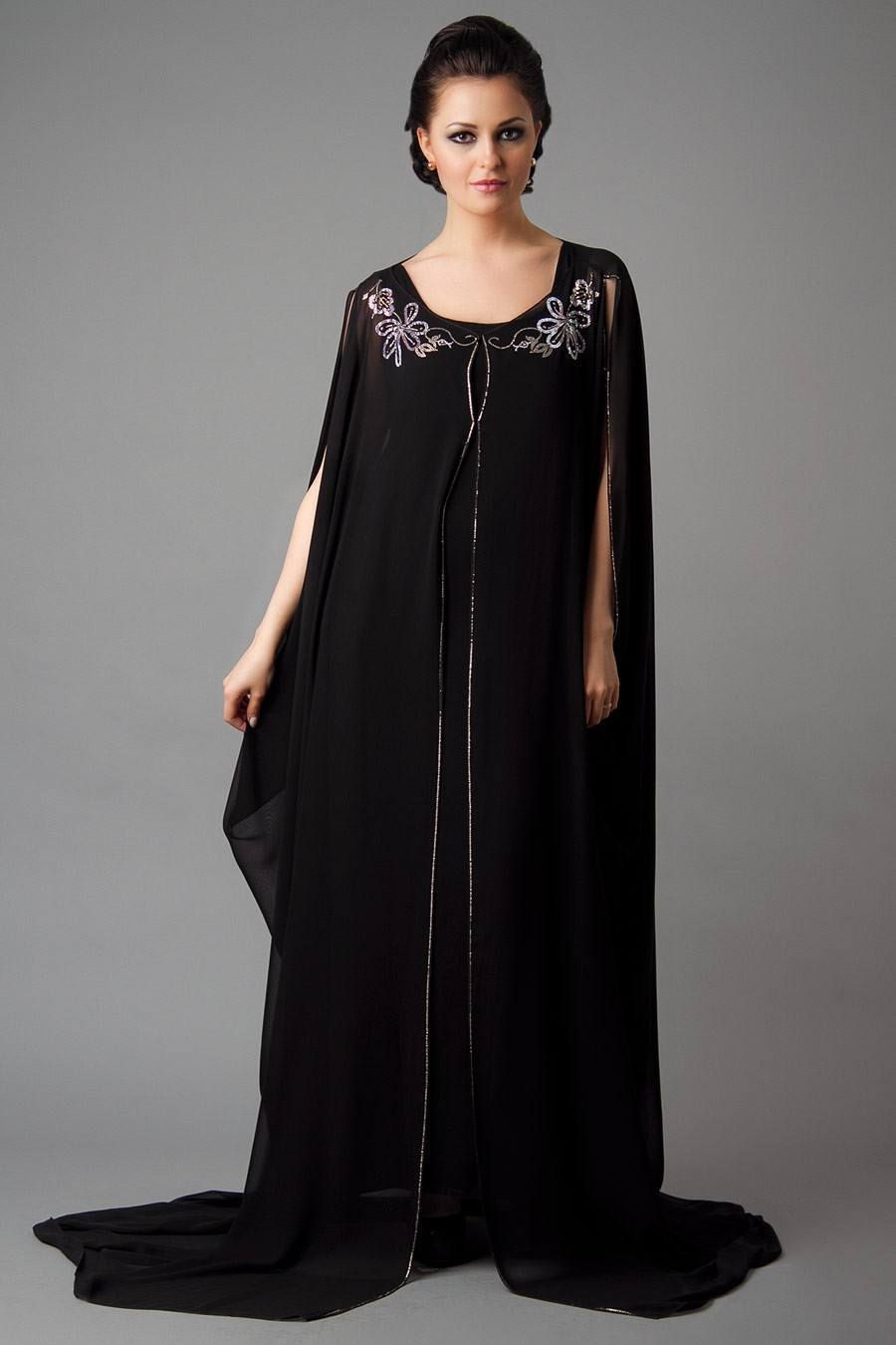 summer-abayas1 15 Most Popular Dubai Style embroidered Abayas