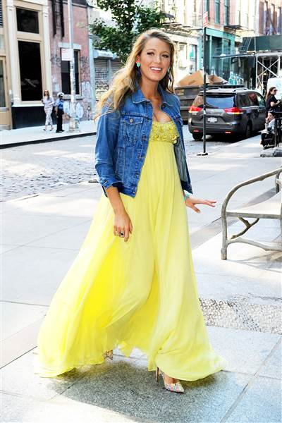 blake-lively-pregnancy-outfit-1 Outfits for Pregnant Women-15 Best Maternity Outfit Ideas