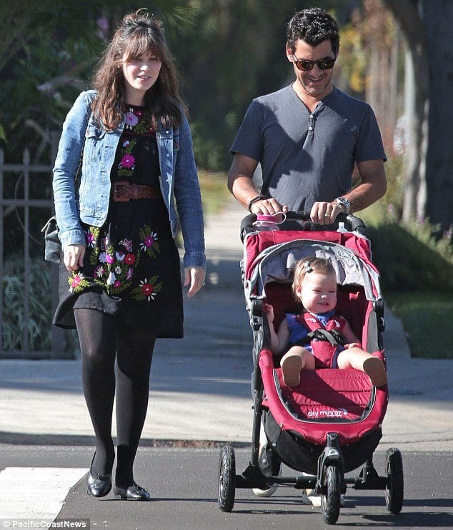 zoey-deschanel-pregnancy-outfit-1 Outfits for Pregnant Women-15 Best Maternity Outfit Ideas