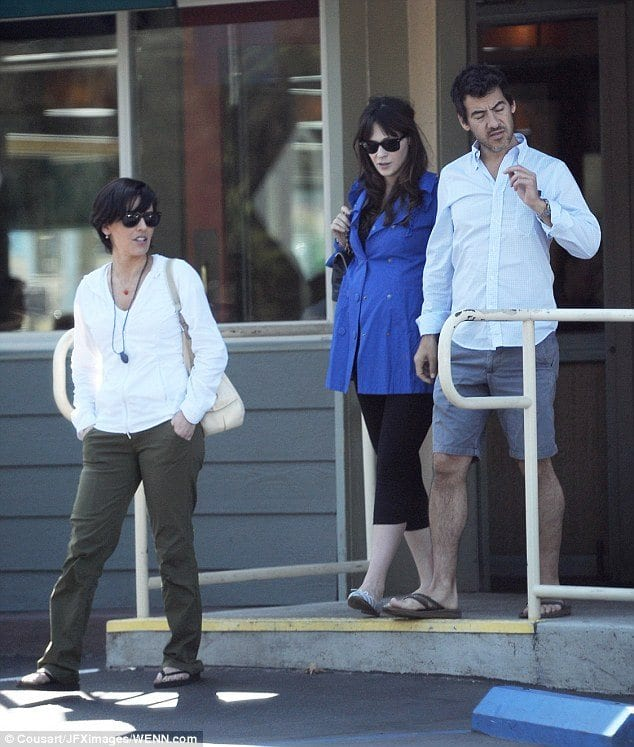zoey-deschanel-pregnancy-outfit Outfits for Pregnant Women-15 Best Maternity Outfit Ideas
