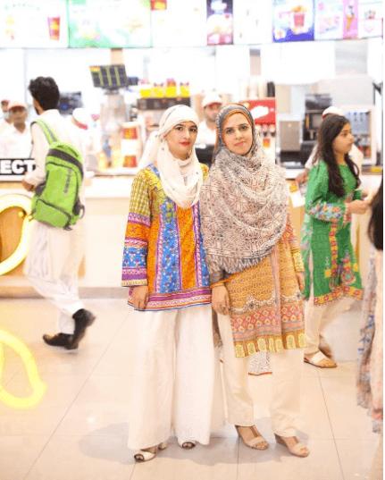 pakistani-street-style-1 18 Chic Pakistan Street Style Fashion Ideas to Follow