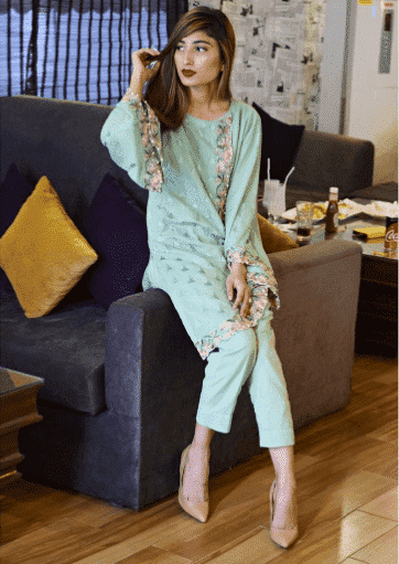 pakistani-street-style-outfits 18 Chic Pakistan Street Style Fashion Ideas to Follow