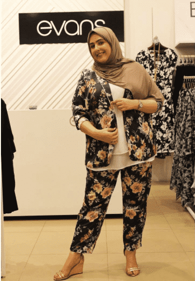 plain-hijab-with-printed-outfit-for-plus-size-women 18 Popular Hijab Fashion Ideas for Plus Size Women