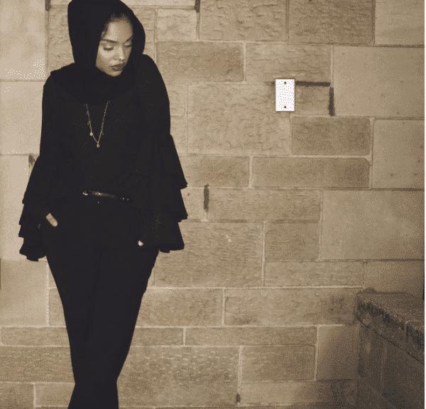 wear-monochrome-black 18 Popular Hijab Fashion Ideas for Plus Size Women