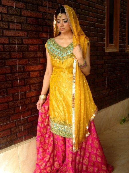Elegant-Mehndi-Dresses 15 Stylish Pakistani Mehndi Dresses Collection this Season