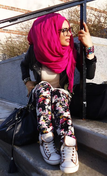 Hijab-with-Sneakers Funky Hijab Style-16 Cool Ideas to Wear Hijab for Funky Look