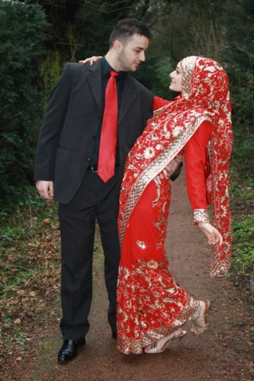Hijabi-Wedding-photos 8 Best Saree Styles for Muslims-Stylish Hijab with Saree Ideas