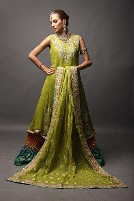 Mehndi-Dresses-Designs-2015 15 Stylish Pakistani Mehndi Dresses Collection this Season