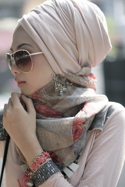 Muslim-girls-in-sunglasses Hijab With Glasses-17 Ideas to Wear Sunglasses with Hijab