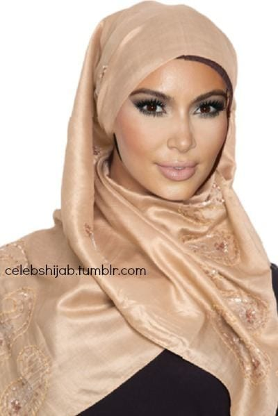 Non-Mulsim-Celebrities-in-Muslim-dress Top 10 Non Muslim Celebrities in Hijab:Hollywood Celebrities in Hijab