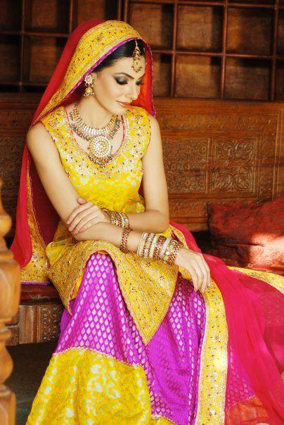Pakistani-Bridal-Dresses 15 Stylish Pakistani Mehndi Dresses Collection this Season