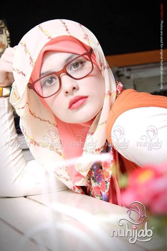 Tips to style hijab with shades