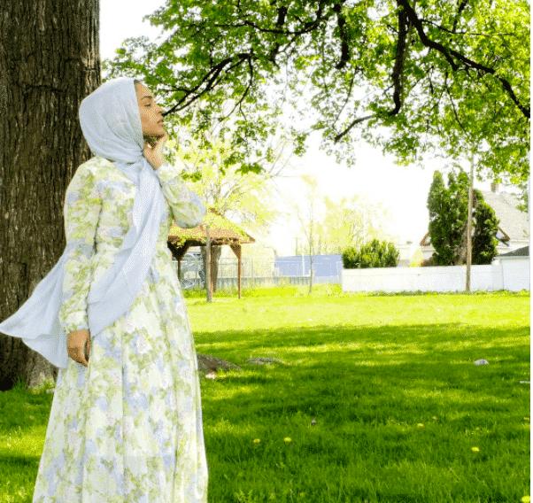 hijab-with-printed-maxi 14 Popular Hijab Street Style Fashion Ideas This Season