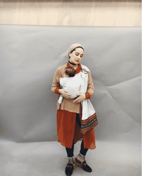 hijabi-mother-street-style-outfit- 14 Popular Hijab Street Style Fashion Ideas This Season