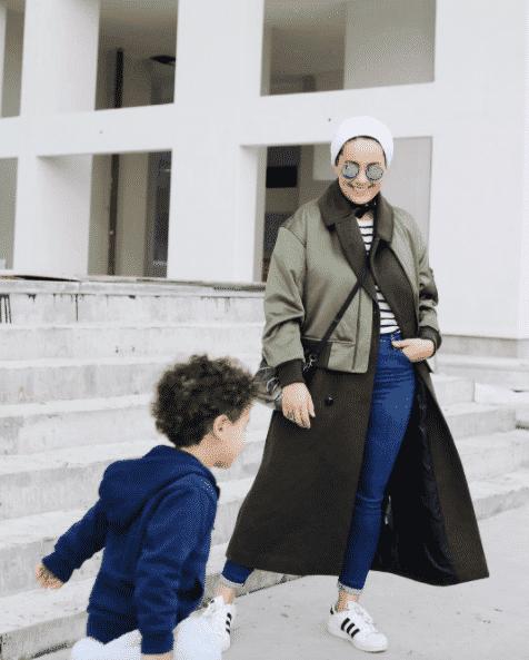 hijabi-mother-street-style-outfit 14 Popular Hijab Street Style Fashion Ideas This Season