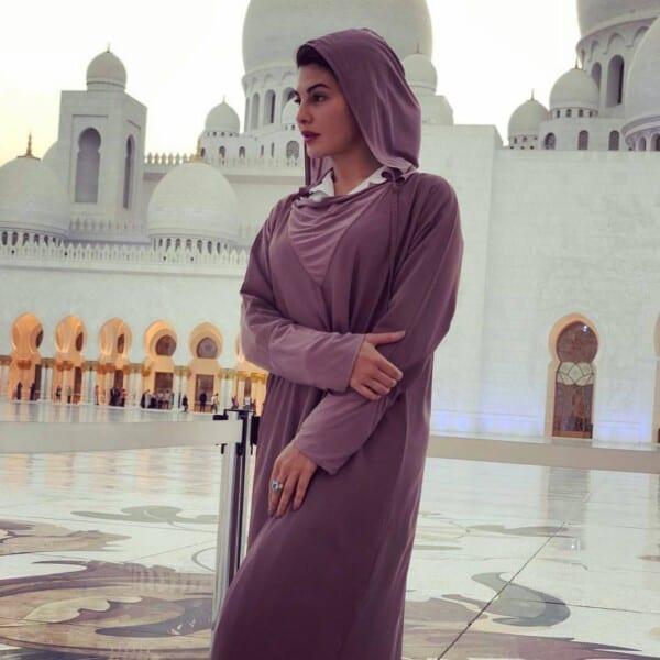 indian-celebrities-in-hijab-600x600 13 Non Muslim Celebrities in Hijab:Hollywood Celebrities in Hijab
