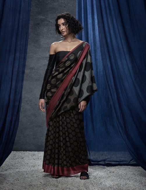 new-way-of-drapins-saree 14 Most Elegant Saree Designs - Saree Wearing Tips and Ideas