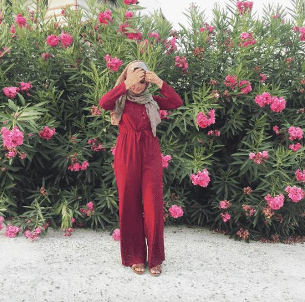 street-style-hijabi-jumper-outfit 14 Popular Hijab Street Style Fashion Ideas This Season