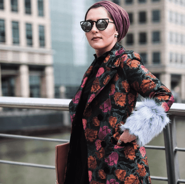 turban-hijab-with-printed-blazer Funky Hijab Style-16 Cool Ideas to Wear Hijab for Funky Look