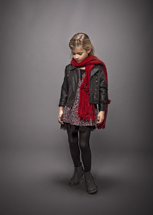 Young girls scarf style