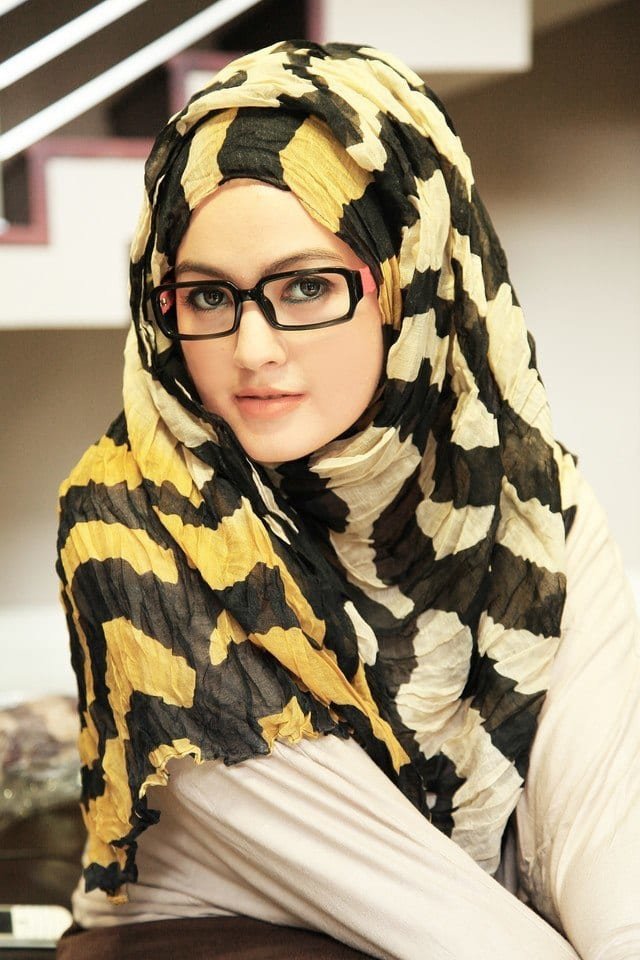 hijab-glasses-combination Hijab Outfits for Teenage Girls - 20 Cool Hijab Style Looks
