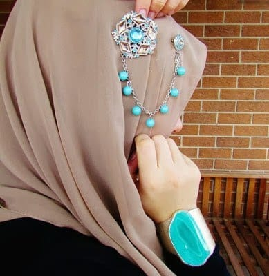 hijab-mode3 Hijab Accessories-25 ways to Accessorize Hijab With Jewelry