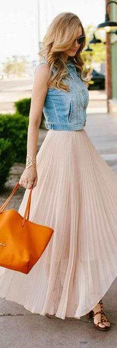 how-to-wear-skirt-with-denim 17 Cute Holiday Outfits For Teenage Girls To Try this Season