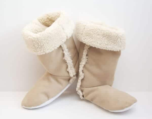 DIY-SHERPA-BOOTS 50 Most Useful DIY Winter Fashion Ideas with Tutorials