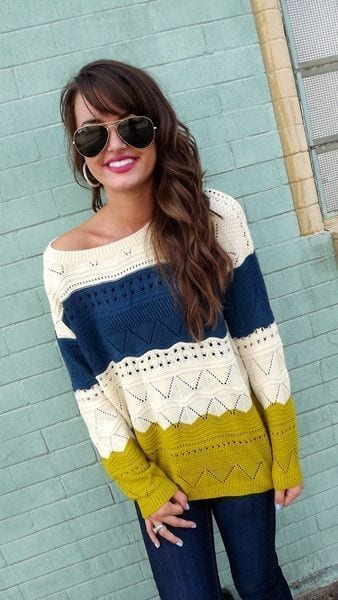 Stylish-Ways-to-Wear-an-over-sized-Sweater 23 Cute Winter Outfits For College/High School Girls