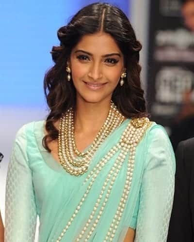 Sonam-Kapoor-saree-hairstyle 20 Cute Celebrities Inspired Hairstyles to Wear With Saree